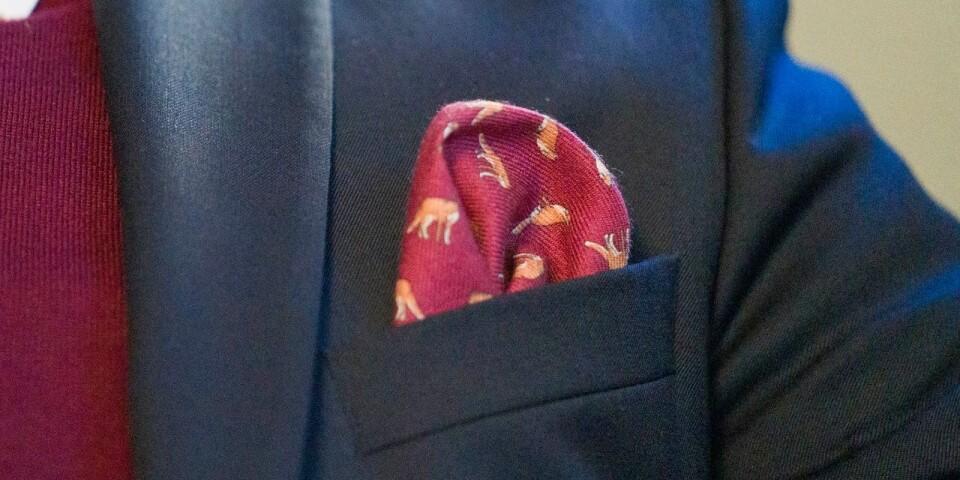 Näsduken är en omistlig detalj och ska inte ha samma mönster som slipsen.