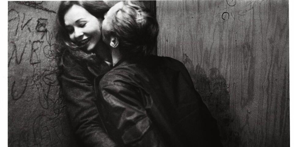 Anders Petersen ligger bakom verk som Café Lehmitz, Fängelse, Rågång till kärleken och många, många fler. Tillsammans med Christer Strömholm och Lennart Nilsson är Anders Petersen en av Sveriges mest framstående fotografer.