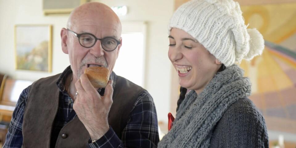 Anders Hedlund spelar pappa Panov för andra året i rad. Även Johanna Nickel är varm i kläderna i den juliga uppsättningen av Leo Tolstojs saga.