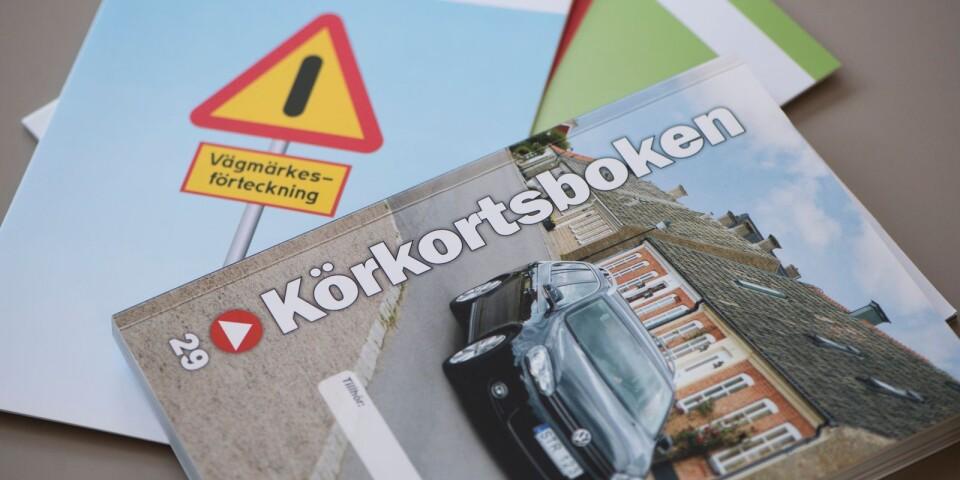 En man i 80-årsåldern uppgav att han aldrig haft körkort när han stoppades av polisen på norra Öland i fredags.