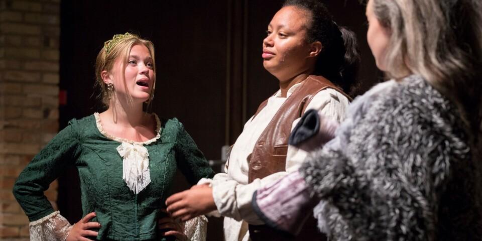 Greta Åkerberg som prinsessan Fiona i Shrek sommaren 2019. Här tillsammans med Nikita Uggla i titelrollen.