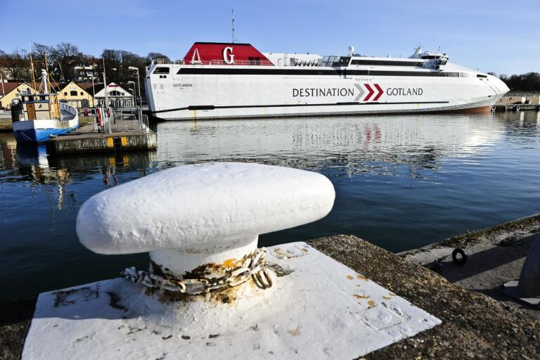 Tre kvinnor har frihetsberövats efter en stor polisinsats ombord på Destination Gotlands färja till Visby. Arkivbild.