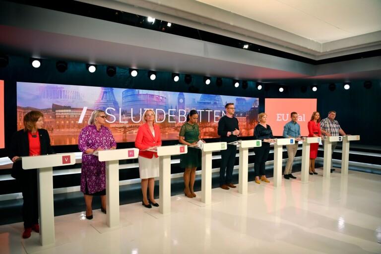 Från vänster Malin Björk (V), Soraya Post (Fi),  Heléne Fritzon (S), Alice Bah Kuhnke (MP), Fredrick Federley (C), Karin Karlsbro (L), Tomas Tobé (M), Sara Skyttedal (KD) och Peter Lundgren (SD) inför SVT:s slutdebatt mellan partiernas toppkandidater till EU-valet.