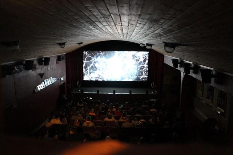 Biograf öppnar igen – med begränsad publik