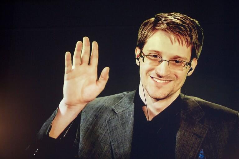 Edward Snowden har skrivit en spännande, fängslande och mycket välskriven historia, men som självbiografi betraktat finns en hel del brister.