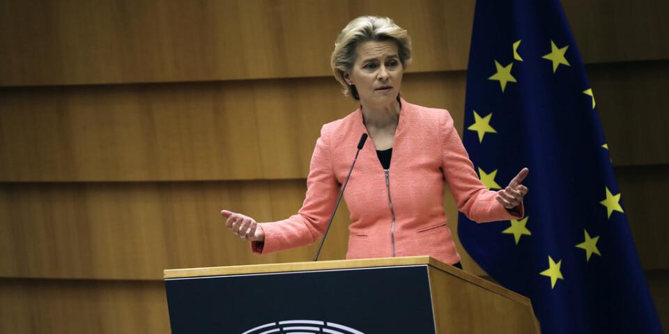 EU-kommissionens ordförande Ursula von der Leyen talar i Bryssel.