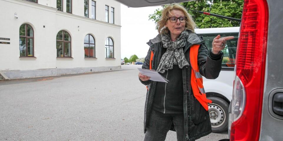 Diane Karakitsos, marknadsansvarig på Österlens folkhögskola var tillsammans med pedagog Ninni Blixt på miniturné i sydöstra Skåne för att informera om höstens utbildningar.