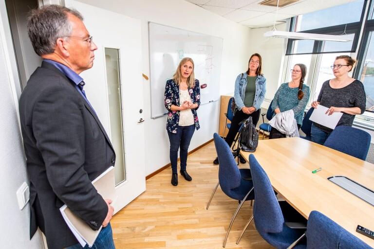 Kommundirektör Carl-Martin Lanér har vid flera tillfällen uppvaktats med krav på att Karlskrona kommun ska be Johan Johansson om ursäkt.