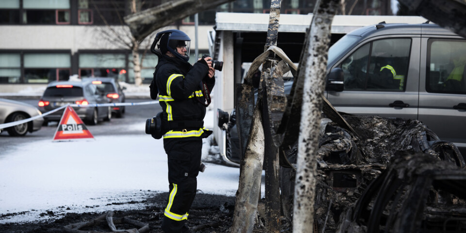 Branden inträffade i två carportlängor i Mariehemsområdet i Umeå.