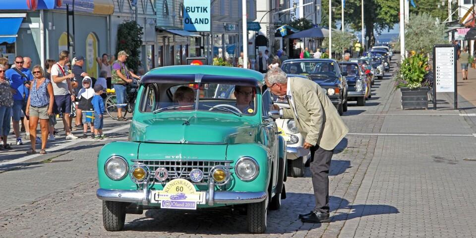 En grön Volvo PV från1954, konferencier Bengt Grafström undrar om det är en originalfärg och får svaret att det är det.