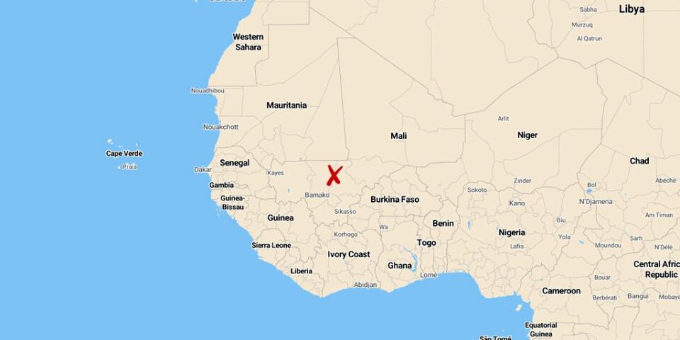 En polissoldat, gendarm, tillfångatogs vid en attack i Sokolo i Mali men lyckades sätta sig i säkerhet sedan han flytt och gått åtta mil till fots genom huvudsakligen ökenterräng.