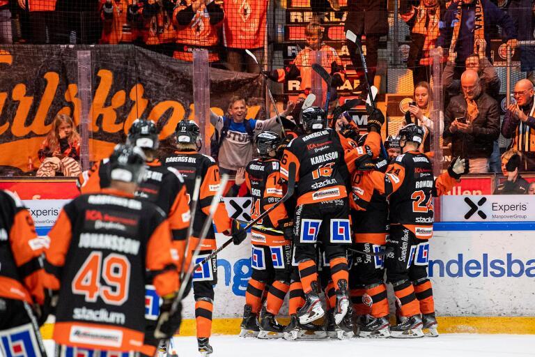 En plats bland de tio främsta i hockeyallsvenskan kommande säsong och Karlskrona HK kan börja ladda för ett slutspel angående en plats i SHL.