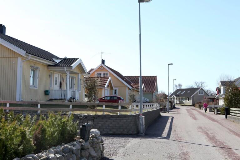 Numera är alla tomter i Vimpeltorpet bebyggda. Så här ser det ut på Tilda Murares gata.