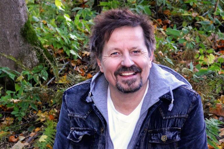 Simon Ådahl  kommer till Oskarshamn. På söndag kväll framträder han i Pingstkyrkan.