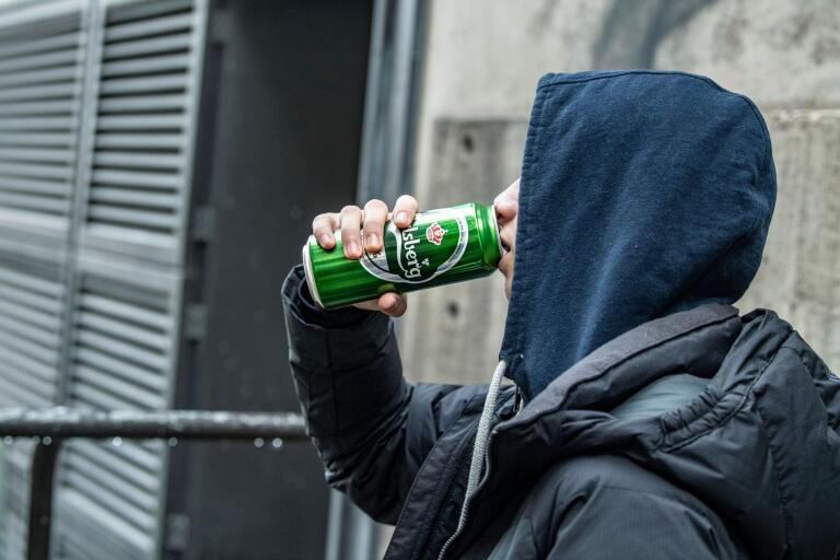 av oss vet att för mycket alkohol inte är bra.Men varför det är farligare att dricka alkohol som ung är kanske inte lika känt, konstaterar debattörerna.
