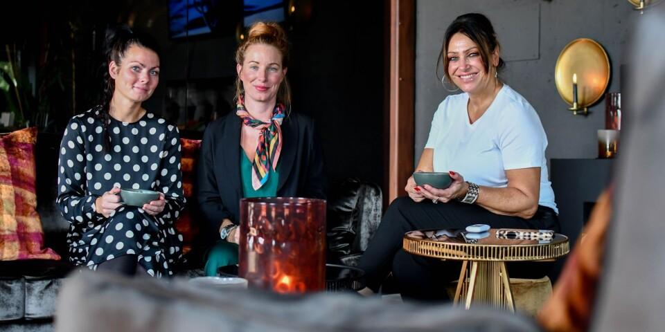 Angelina Sköldehammar, Cathrine Nordstedt och Anna Åkerman i en av inspirationsmiljöerna i House of Success nya showroom på Herrestadsgatan i Ystad.