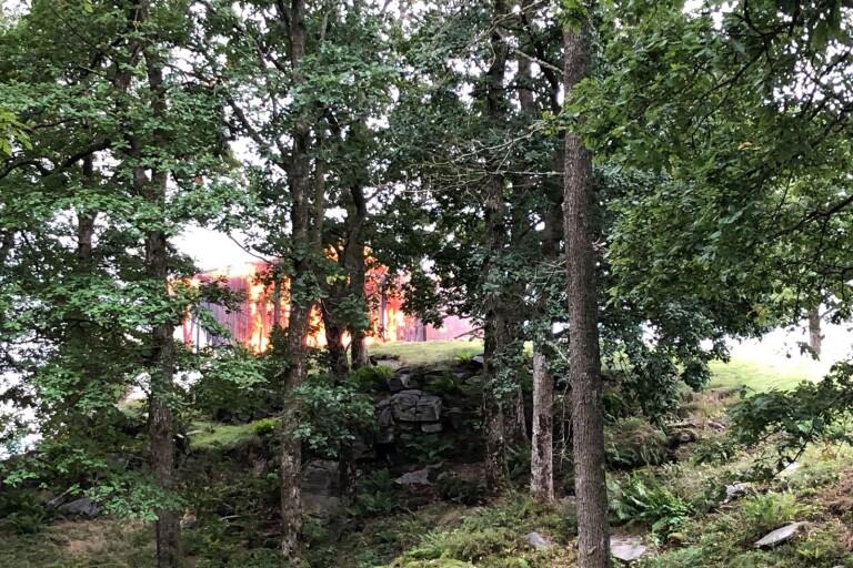 """Villabrand: Hus helt övertänt: """"Det är inte mycket att göra åt"""""""