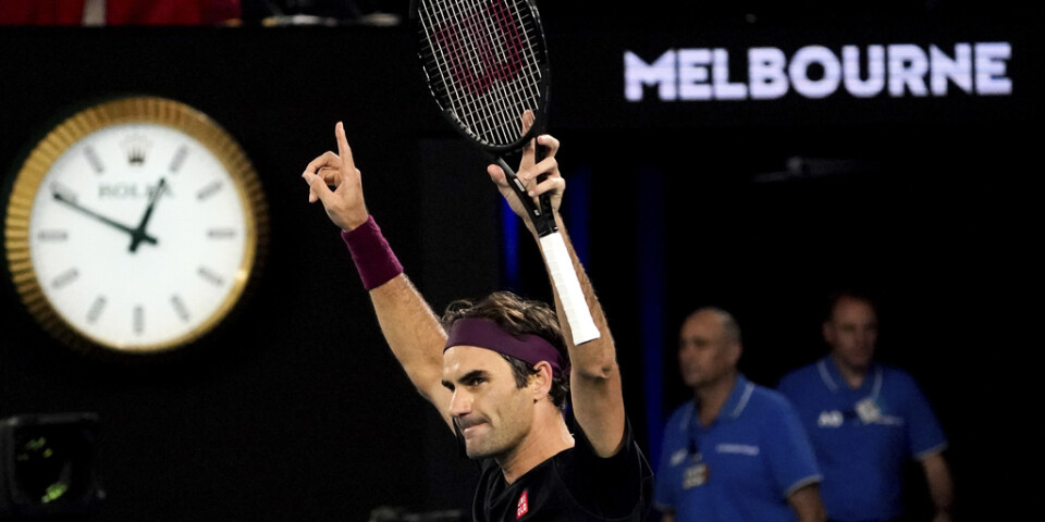 Strax före ett på natten kunde Roger Federer sträcka händerna i luften efter femsetsrysaren över John Millman.