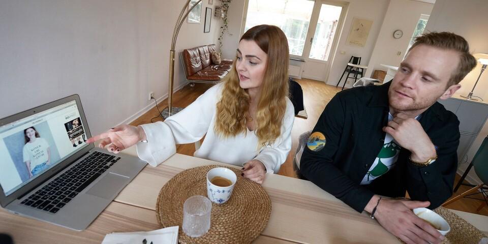Både Elisabet och Gunnar har pluggat marknadsföring och affärstänkande. Elisabet använder det i sitt arbete med livsstilsbloggen Trendnet och Gunnar i arbetet med Bobtröjorna.