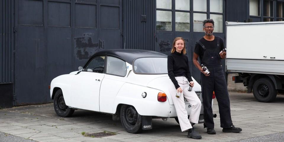 Charlotte von Arnold och Salomon Anaya lämnade Los Angeles för att starta Kombuchatillverkning i Brösarp. Bryggeriet, som ligger bakom Vägstationen, satsar i ett första skede på att hitta återförsäljare runt om på Österlen.