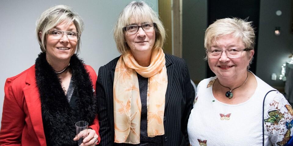 Centerkvinnor i centrum. Cecilia Cato, Eva Hagelberg och Britt-Louise Berndtsson ser fram emot en spännande afton i Parken.