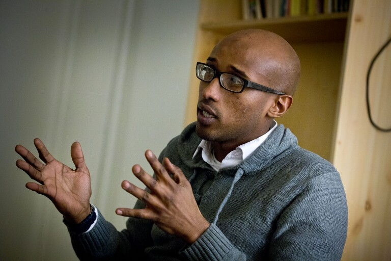 Abdikarim Hassan blir politisk vilde – vill inte sitta nära forna partikamraterna