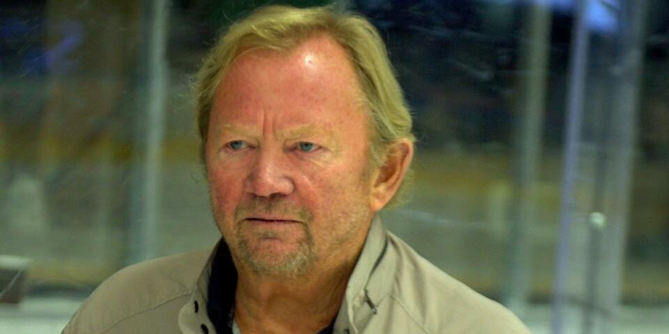 """Roger Waldemar hann med 28 år på Taif-kansliet, förutom 17 säsonger på isen. Först under tränarkarriären prövade han lyckan i lite andra klubbar och nu jobbar han halvtid inom Mörrums organisation. """"Det innebär också att jag missar en del matcher eftersom speldagarna kolliderar"""", säger han."""