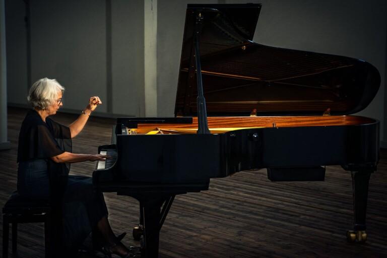 Överraskande och klangfullt med Ronnebypianist