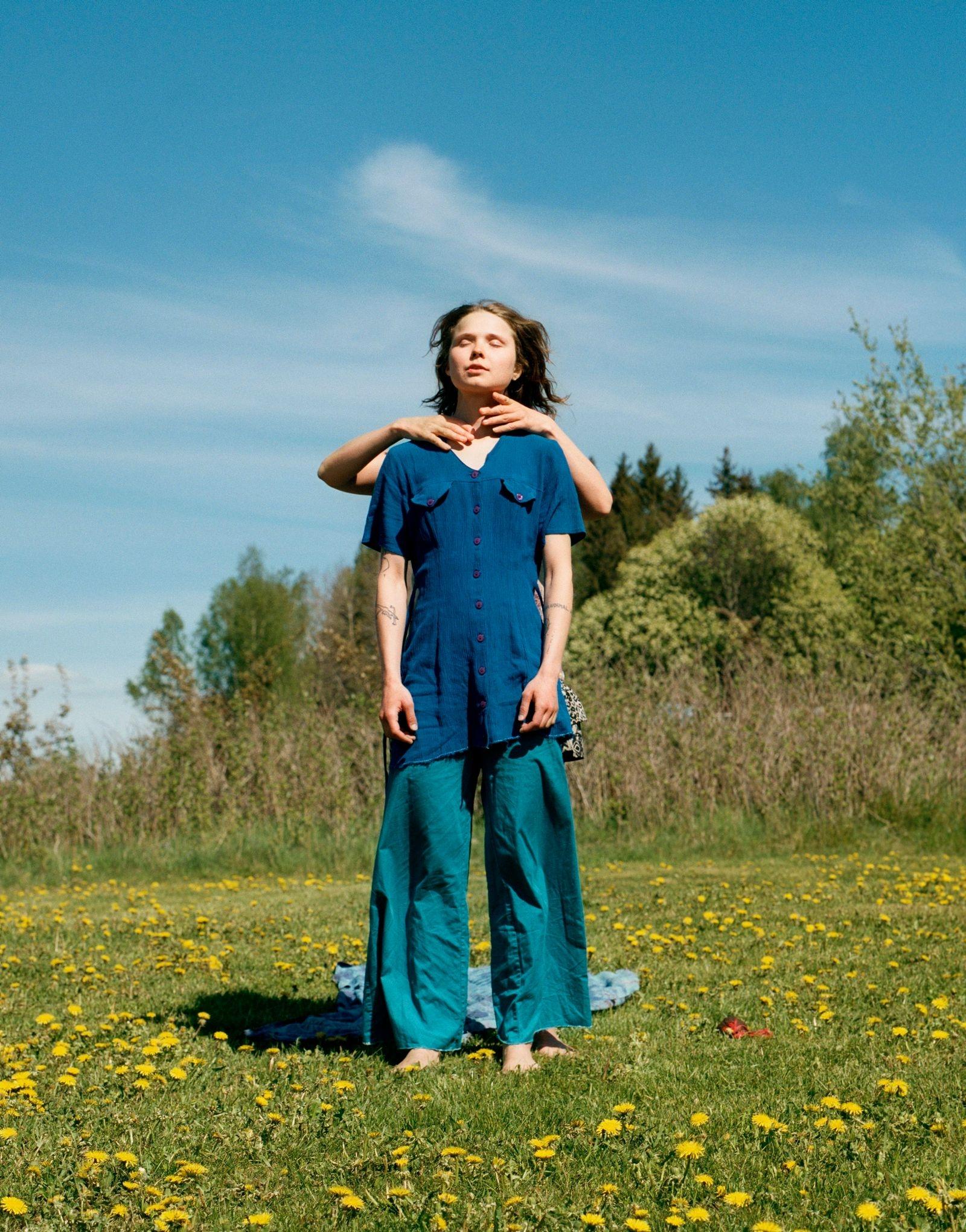 """Hannah-Maria/Feminine Awakening, Sacred Womb Women's Festival, Ängsbacka, 2019. Tagen från boken """"Awakening""""."""