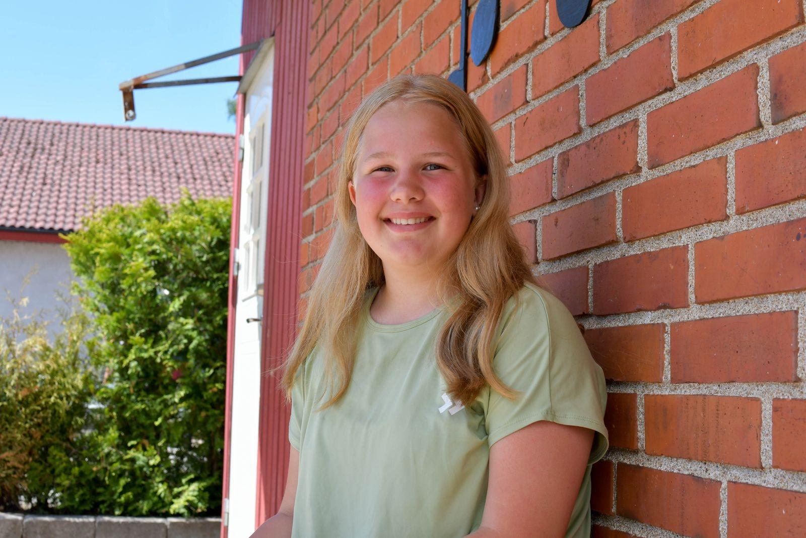 Tilde Lennartsson invignings- och avslutningstalade på barnrättsdagen. Hon sitter med i skolans barnrättsråd som varit med och planerat temadagen.