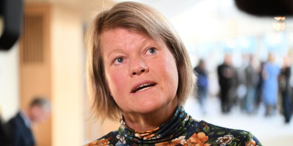 """V, M, KD och SD, är överens om att köra över regeringen om mer pengar till kommunerna. Vänsterpartiets ekonomiske talesperson Ulla Andersson är en slags """"skuggfinansminister"""" i riksdagen. Foto: Fredrik Sandberg / TT"""