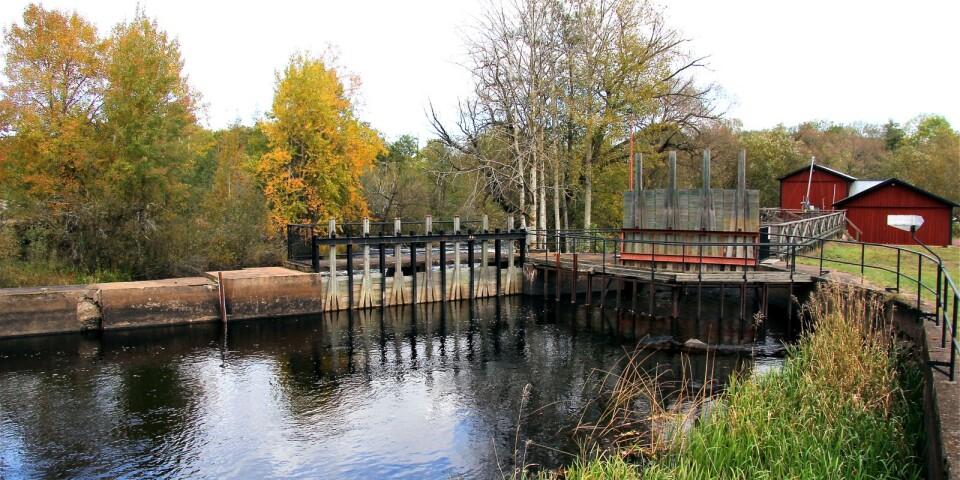Stoppa utrivningen av bygdens många små vattenkraftverk. Dagens debattörer är oroliga för vad ska ske med miljöerna runt kraftverken om beslutande myndigheter inte sätter ned foten och säger nej till rivningarna.
