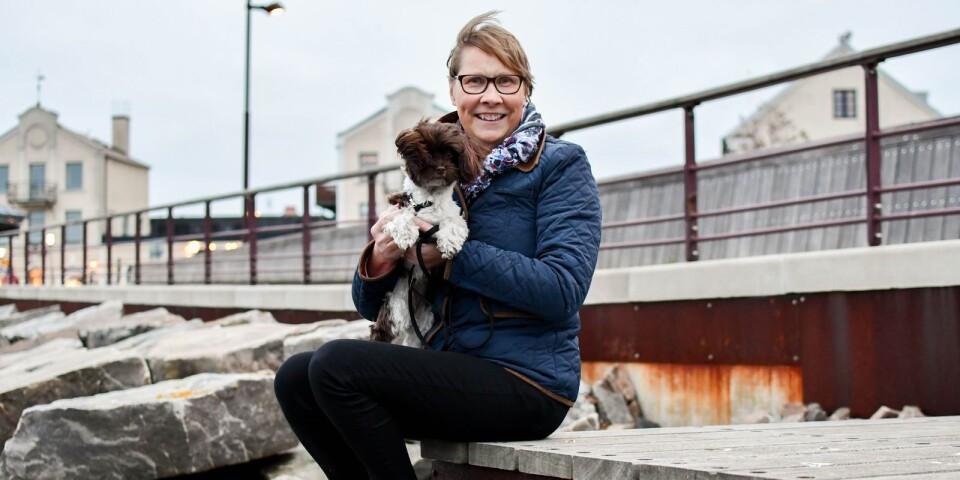 Ingrid Jönsson är, bland mycket annat, aktuell med en ny bok i serien om bokhunden Edgar. Ingrids egen hund heter Elsie och är en charmig liten bichon havanaisflicka.