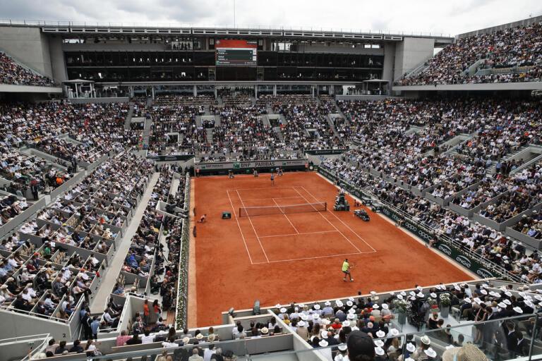 Grusklassiker med publik på läktarna? Ja, det hoppas arrangörerna av Franska mästerskapen. Här från fjolårets herrsingelfinal mellan Rafael Nadal och Dominic Thiem. Arkivbild.