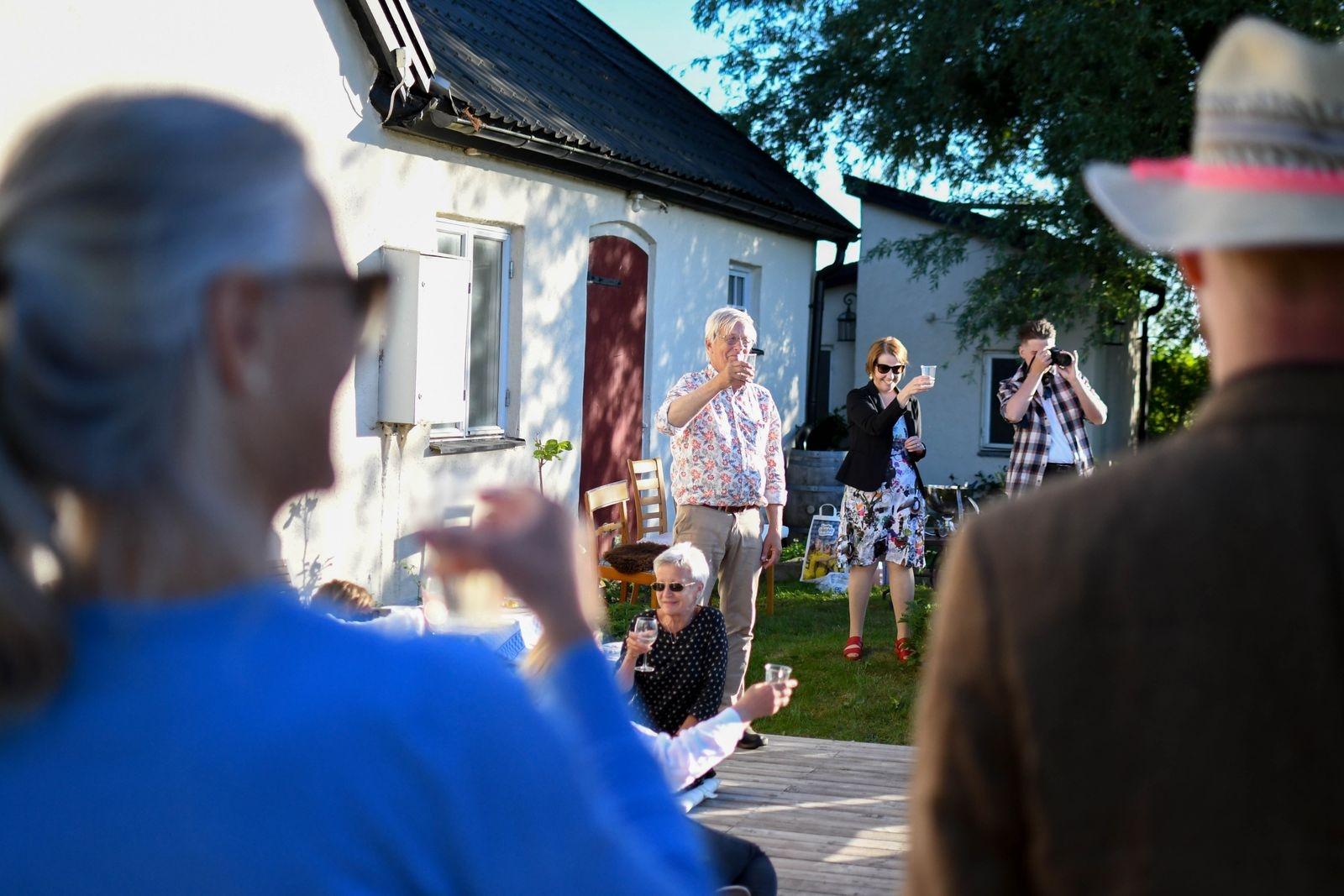 Åke Andrén-Sandberg, läkare på vårdcentralen och initiativtagare till hyllningsfesten, skålade för sina gäster.