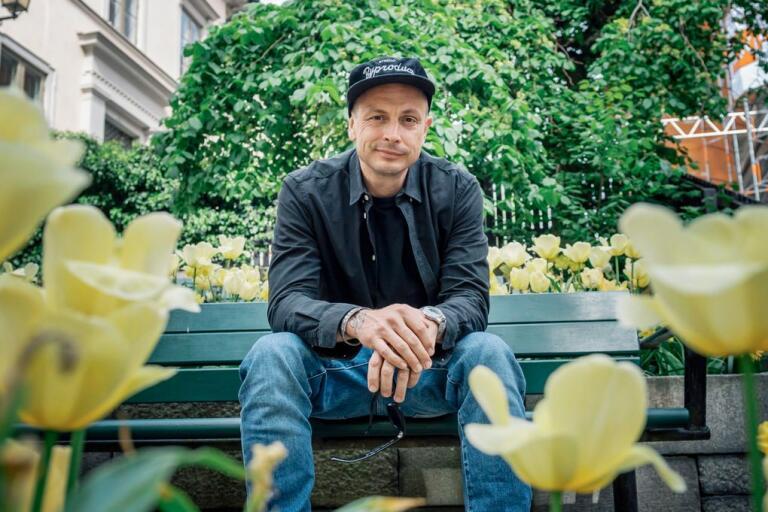"""Petter släpper albumet """"Varholmsgatan"""" den 12 juni, där han har samarbetat med bland andra Annika Norlin, Franska Trion och Joel Alme."""