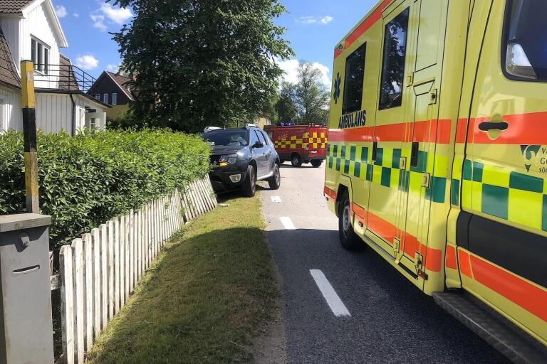 En kvinna körde in i ett staket i Hökerum i juni i år. Nu åtalas hon.