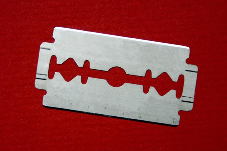 Ett rakblad hade tejpats fast i ett brev som en forskare i Lund fick hem till sin brevlåda. Arkivbild.
