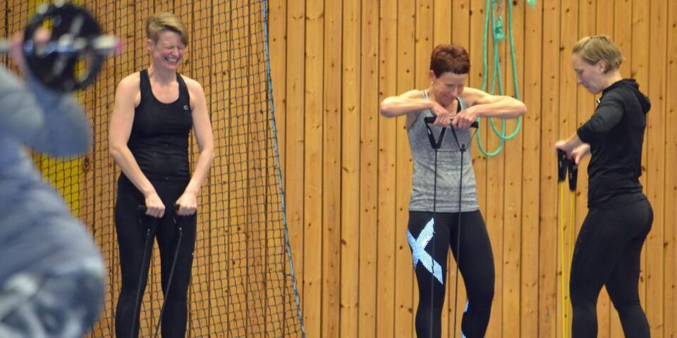 Sara Hultqvist, Ingrid Engstrand Johansson och Elin Persson drar åt samma håll i Väckelsångs IK.