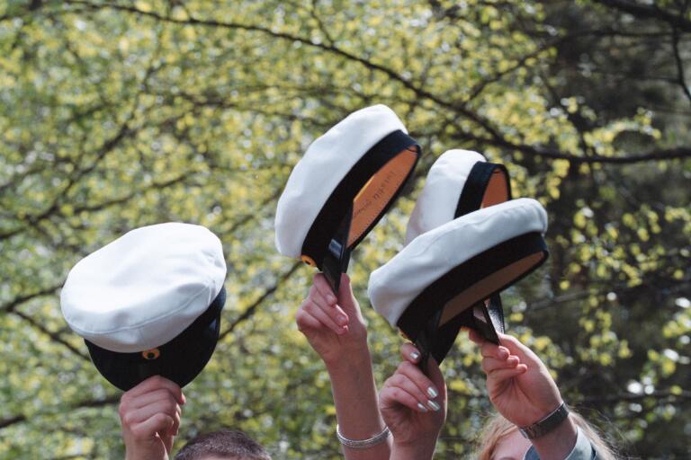 I dag lyfter vi på hatten för alla nybakade studenter.