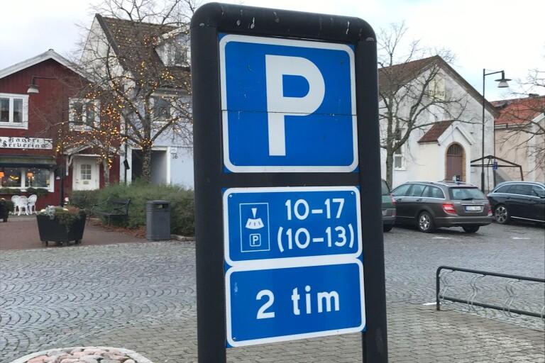Omdiskuterade parkeringsregler ändras inte