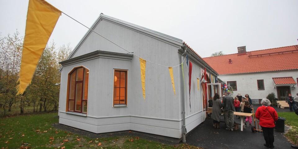 Tillbyggnaden som kostat 8 miljoner kronor är ritad av arkitekten Gabriella Posse och uppförd av Artekta Byggnads AB.