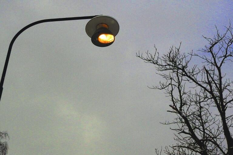 Delar av Mårdaklev och Svenljunga kan släckas ner om den vägbelysning som akut behövts plockas ner inte ersätts. Kalv och Holsljunga berörs också, där är förslaget att delar av belysningen, som är mer centralt i byarna, kommer upp igen.