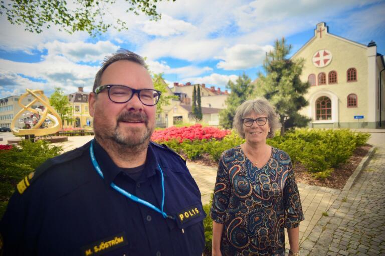 Kommunpolis Mikael Sjöström och kommunstyrelsens ordförande Christina Davidson hoppas att utökad nattbevakning i Nybro ska leda till en tryggare och säkrare stad.