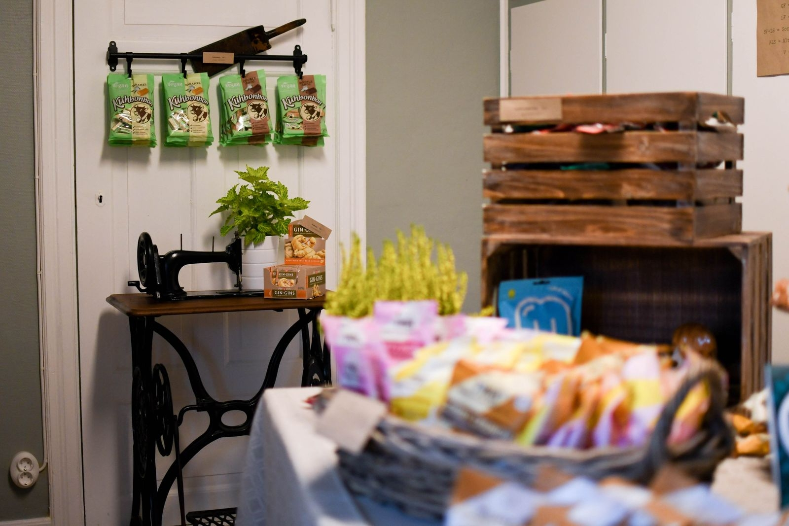 I nyöppnade butiken på Grönebjer finns ett frestande utbud av godsaker för alla smaker.