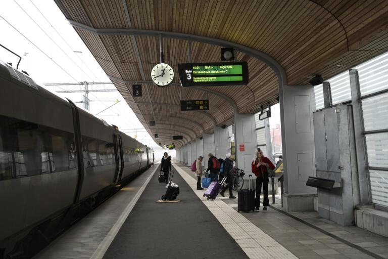 SJ har en tydlig utmaning – att få ekonomi i att köra halvfulla tåg. Arkivbild