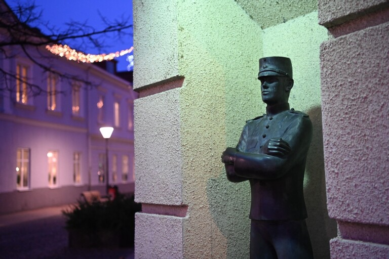 Efter stölden – nu ersätts statyn i stan