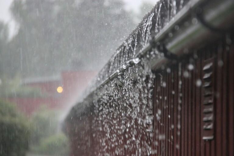 Regnmassor skapade översvämningar i fastigheter