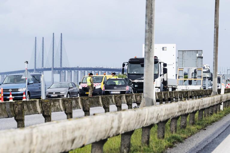 Söndagen den 24 maj ringlande långa köer på Öresundsbron i riktning mot Danmark.