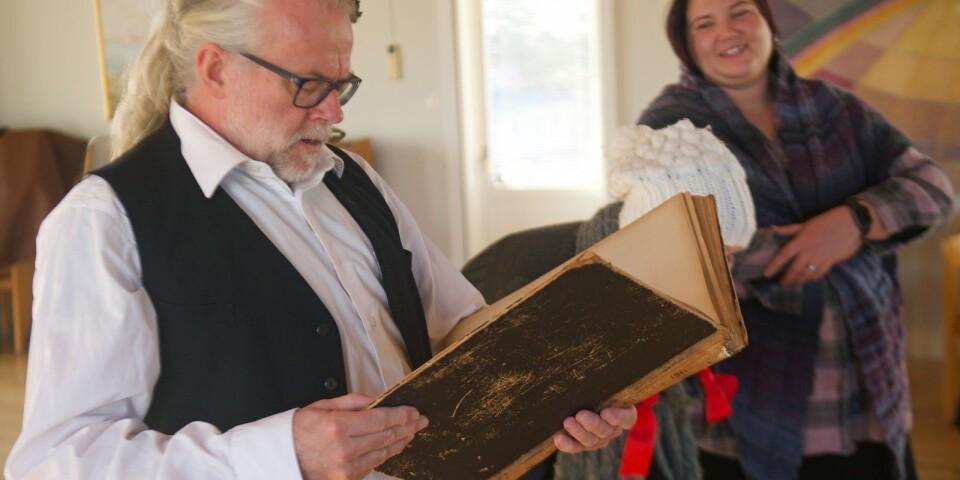 Församlingspedagog Magnus Signér är agerande berättare. Han kom på idén att damma av Pappa Panov, som han själv satt upp med konfirmander inne i Växjö tidigare.